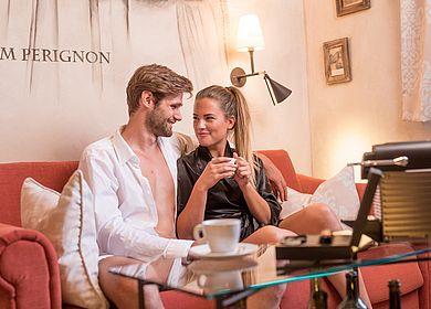 Zeit zu zweit, Paarurlaub, Liebespaar, Paar, Junior Suite Norbertus, Nespresso Kaffee, Hotel Arthus