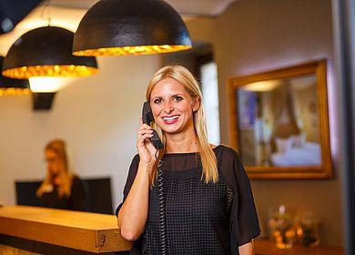 Rezeption, Hotel Arthus, Empfang, Telefonische Auskunft, persönliche Auskunft, Empfangsmitarbeiter, herzlich willkommen, Klosterhotel, Mittelalterhotel, Gasthaus zum Rad, Ritterkeller