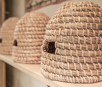 Bienenstöcke, Schutzheiliger der Bienen und Imker, Themenzimmer Ambrosius, Hotel Arthus