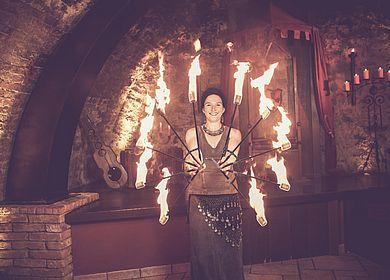 Feuershow, Unterhaltung, Rahmenprogramm, großes Rahmenprogramm, Rittermahl, Mancucela, Künstler, Aulendorfer Ritterkeller