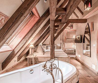 Badewanne Hotel Arthus, Themenzimmer Wallenstein, Familienzimmer, Aulendorf