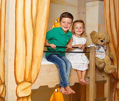 Kinder im Hotel Arthus, Mittelalterhotel, kleine Burgfräuleins, kleine Ritter, Arthus-Bär, Erlebnis