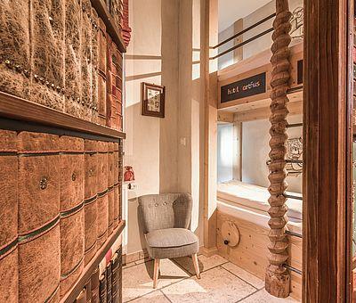 Geheimtüre, Bücherwand, Schatzkammer, Themenzimmer Gutenberg, Hotel Arthus