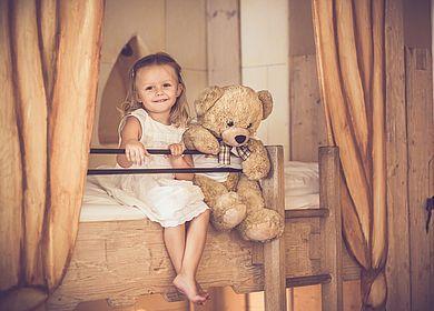 Kinder im Hotel Arthus, Ausflug in die längst vergangene Zeit des Mittelalters, Erlebnisaufenthalt, kleines Burgfräulein, Arthus-Bär