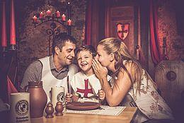Mittelalter, Ritterkeller, historischer Gewölbekeller, Kinderrittermahl, Rittermahl mit der Familie, Kleiner Ritter, Ausflug in die längst vergangene Zeit des Mittelalters
