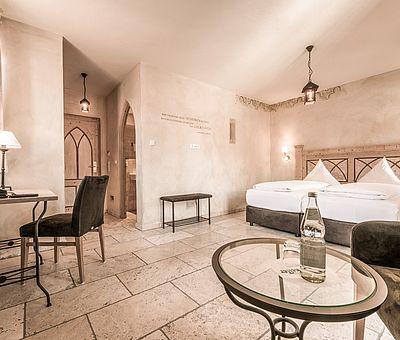 Schlaf- und Wohnbereich, Doppelzimmer, Hotel Arthus, klösterlicher Bereich