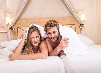 Zeit zu Zweit, Paarurlaub, Kuscheln unter der Decke, Klosterhotel, Hotel Arthus