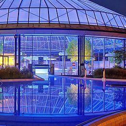 Schwaben-Therme Aulendorf, Ansicht bei Nacht, Badespaß, baden