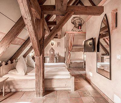 Wohn- und Schlafbereich Themenzimmer Wallenstein, Mittelalterhotel, Erlebnishotel, Hotel Arthus, Aulendorf