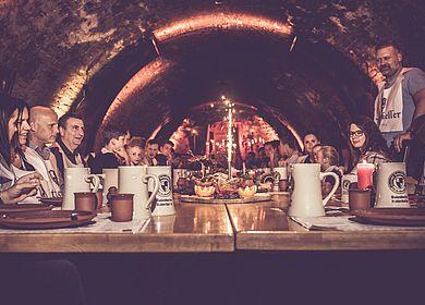 Aulendorfer Ritterkeller, historischer Gewölbekeller, mittelalterliches Event, Speis, Trank, Rahmenprogramm, kleines Feuerspektakel, Steinkrug