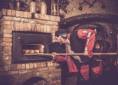 Rittermahl, Aulendorfer Ritterkeller, Rahmenprogramm, Mundschenk, Show, Unterhaltung, Erlebnis, Mittelalter, Ofen, Brot backen