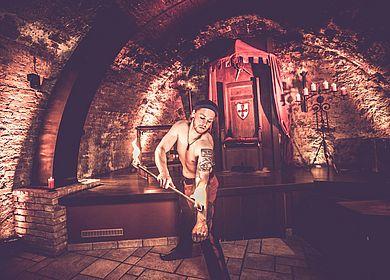 Feuershow, Spiel mit Feuer, Künstler Fraxinus, Künstler, Unterhaltung, mittelalterliche Unterhaltung, Rahmenprogramm, großes Rahmenprogramm, Rittermahl, Aulendorfer Ritterkeller