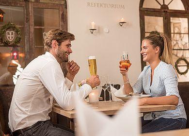 Paar, Refektorium, Restaurant Gasthaus zum Rad, Hotel Arthus, Zeit gemeinsam genießen, Genuss, Abendessen