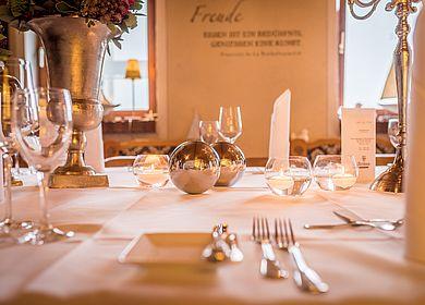 Detailaufnahmen Restaurant, Gasthaus zum Rad, Eingedeckter Tisch, Hotel Arthus, Aulendorf