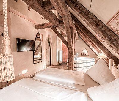 Themenzimmer Wallenstein, Mittelalter, Holzbalken, Erlebnishotel, Hotel Arthus
