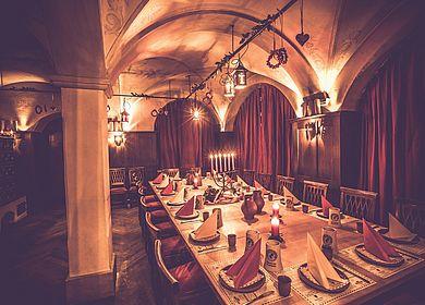 Ritterstube, Rittermahl, Ambiente im Mittelalter, historische Räumlichkeiten, Ausflug in eine längst vergangene Zeit, ritterliche Details, Aulendorfer Ritterkeller
